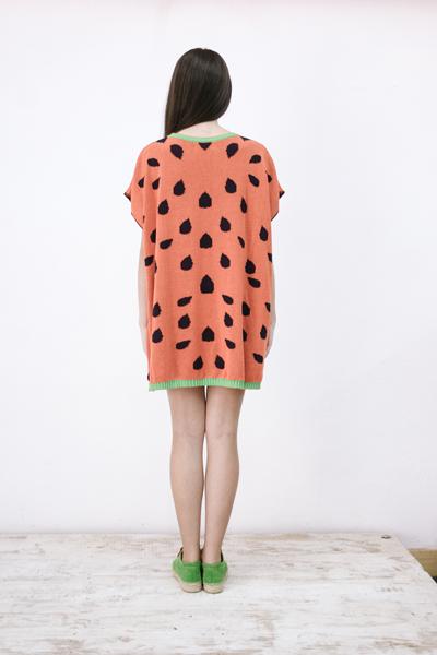 CIRCUS of FASHION Potipoti Red Watermelon Poncho hinten Foto Maya Kapouski