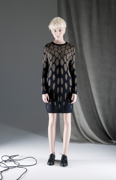 CIRCUS of FASHION ANTONIA GOY AW2014_15 Foto Schah Eghbaly Knitted Cobra Dress - Mode aus Berlin