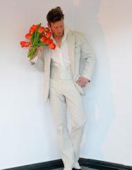 CIRCUS of FASHION Mode aus Berlin Kaska Hass AW 2014_15 Braeutigam heller Anzug Unos Foto Ron Gerlach